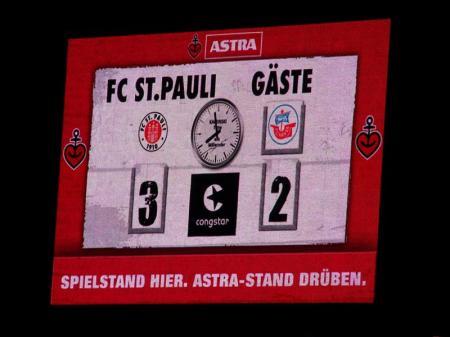 St. Pauli 3 Rostock 2 - Hansekogge abgewrackt.